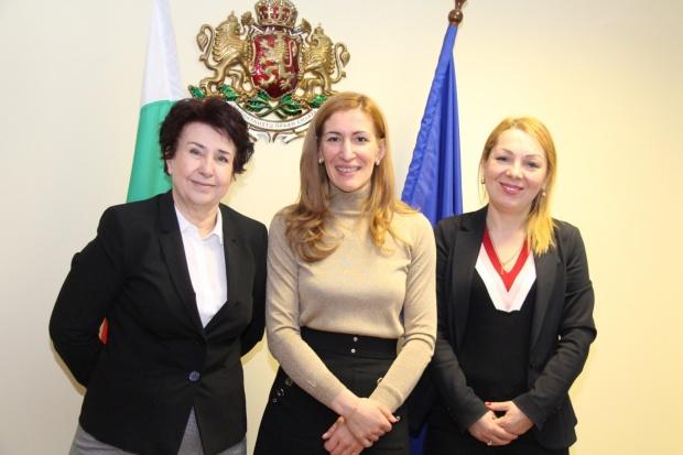 Министър Ангелкова проведе работна среща с кмета на Перник Вяра Церовска