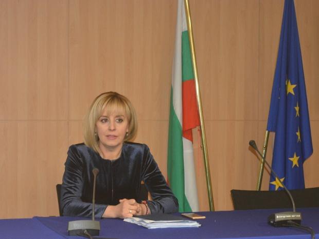 """Мая Манолова иска помощ от евро колегата са за плана """"Макрон"""""""