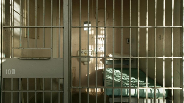 Румъния ще амнистира корумпирани, за да разтовари затворите