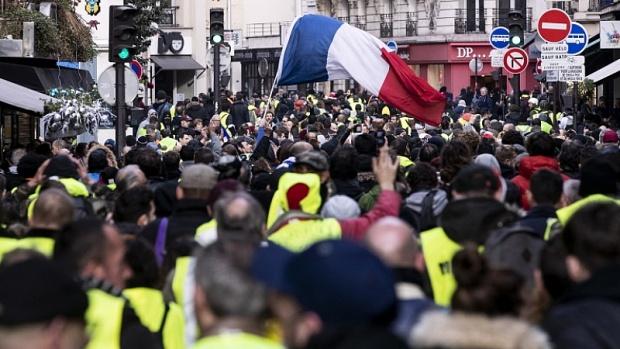 """Протестите на """"жълтите жилетки"""" във Франция - по-масови от преди"""