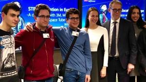 Снимка: Световни компании наградиха български ученици в Брюксел