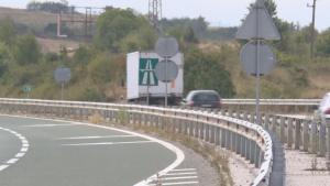 """Товарен автомобил се е обърнал на автомагистрала """"Хемус"""" между п.в."""