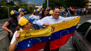 Във венецуелската столица Каракас са свикани паралелни митинги на привърженици