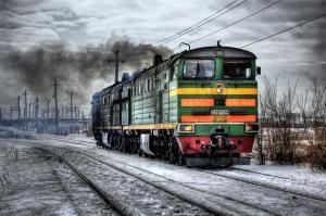 Първите три вагона на товарен влак са дерайлирали в ранните