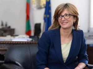 Вицепремиерът и министър на външните работи Екатерина Захариева заминава за