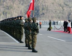 С официална церемониябългарският президент Румен Радев бе посрещнат във военно