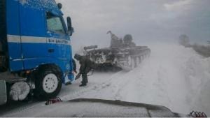 """Заради снежна виелица ТИР се е обърнал на магистрала """"Егнатия"""""""