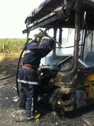 """Снимка: Пламна автобус на """"Хемус"""", няма пострадали"""