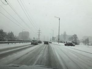 Снимка: АПИ зове шофьорите: Внимавайте, пътищата са заледени и заснежени