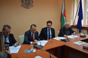 В присъствието на заместник-министъра на икономиката Лъчезар Борисов, който е