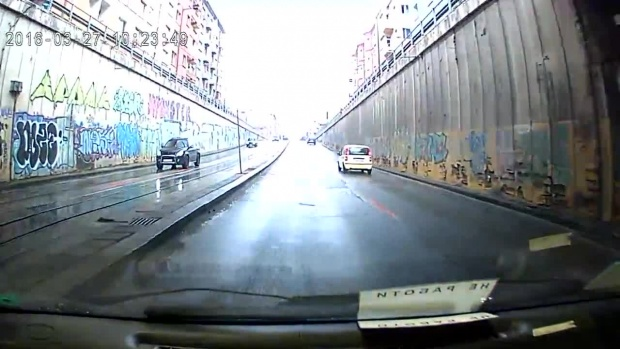 Само днес: Затварят тунела под НДК за коли заради тролей