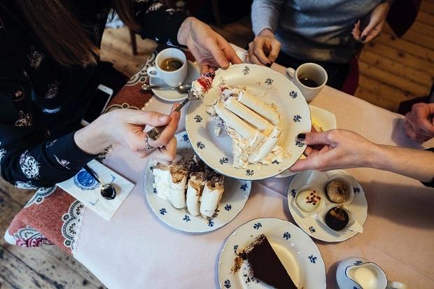 """Идея за деня на влюбените: """"Десертът (с черешката на тортата)"""" на Калин Серапионов"""