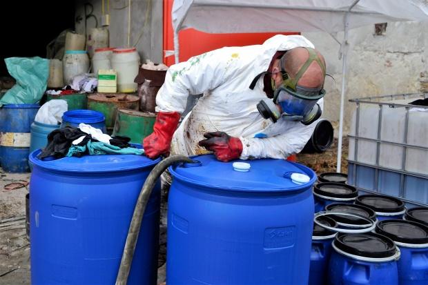 Във Велико Търново: Премахват и обезвреждат излезли от употреба пестициди