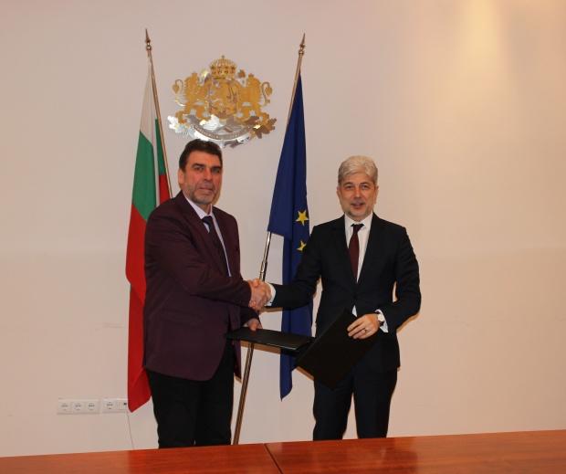 Министър Димов подписа първия договор с ВиК оператор по ОПОС