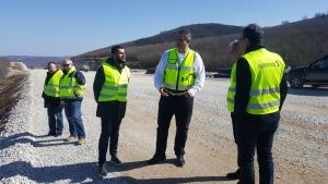 През май-юни ще започне полагането на асфалта в участъка между