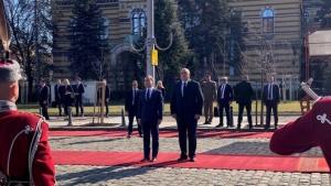 Визитата на руския премиерДмитрий Медведевзапочна с церемония по официалното му
