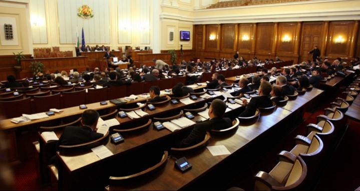 Депутатите окончателно гласуват промените в Изборния кодекс