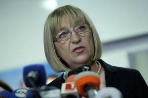 Цецка Цачева дойде специално в парламента, за да направи изявление