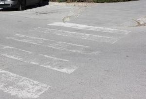 Лек автомобил блъсна мъж на средна възраст на пешеходна пътека