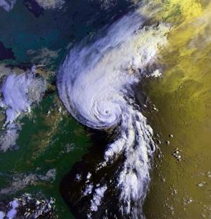 Мощeн циклон удари северното крайбрежие на Австралия. Очакват се проливни