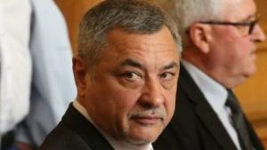Бившият вицепремиер и лидер на НФСБ Валери Симеонов нападна остро