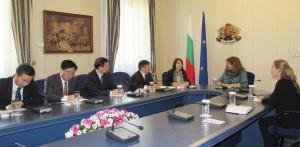 """Вицепрезидентът Илияна Йотова се срещна на """"Дондуков"""" 2 с представители"""