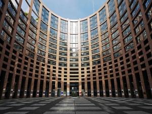 В опит да защитят авторските права, депутатите предлагат да се