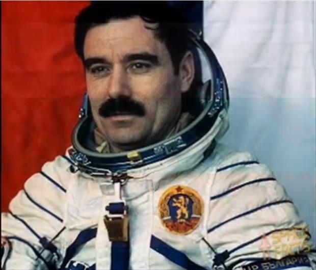 Ученици се срещат с първия ни космонавт по повод 40 години от полета му