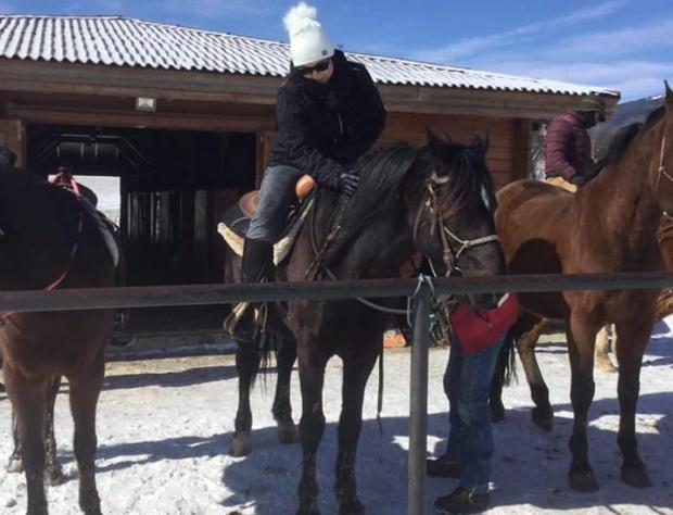 Нинова язди кон на Тодоровден