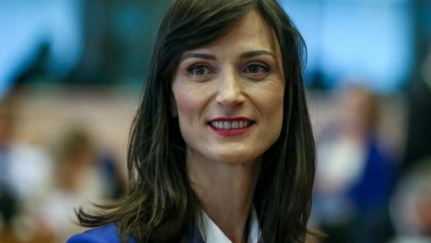 Мария Габриел: Отчитаме неоспорим напредък на платформите за борба с дезинформацията, но предстои още много работа