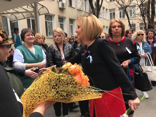 Мая Манолова: Ще стоя до медицинските специалисти,  докато бъдат изпълнени справедливите им искания