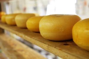 Открити са близо 60 тона хранителни стоки с неясен произход