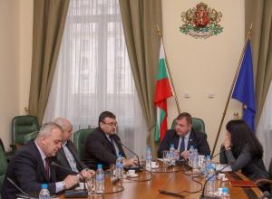Снимка: Спешна среща между Каракачанов, Маринов и др. заради побоя и протестите в Габрово