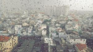 Снимка: Валежите спират от изток, на запад обаче продължават