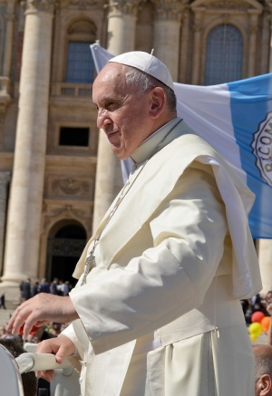 """Папата се моли за френските католици и парижаните след пожара в """"Нотр Дам"""""""