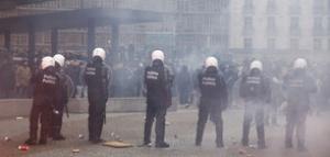 Близо 300 души са арестувани по време на протести и