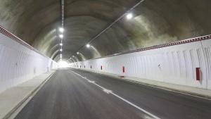"""Снимка: Ограничават движението в тунел """"Топли дол"""" на АМ """"Хемус"""""""