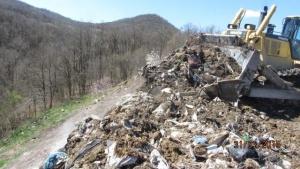 Снимка: Протест заради незаконно сметище в Сопот