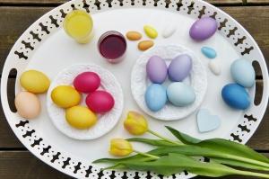 Снимка: Боите за яйца и козунаците са пълни с Е-та