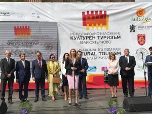 Снимка: Ангелкова: Приходите от чуждестранни туристи са с 4,3% ръст за периода  декември 2018-февруари2019 г.