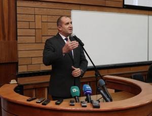Снимка: Скандал с биографията на Румен Радев в сайта на Президентството