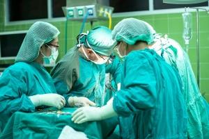 Снимка: 3D операция във ВМА спаси крак на млад мъж
