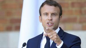 Френският президентЕманюел Макронднесще обяви дългоочаквания си отговорна продължаващите вече почти
