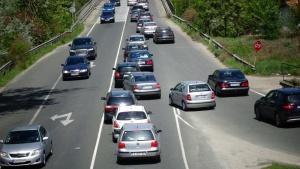 Снимка: Голямото завръщане: Колони от автомобили и верижни катастрофи