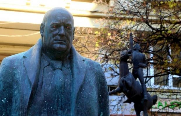Вече има и кандидат-купувачи за статуята на Борисов