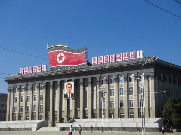Десетки хиляди в КНДР почетоха паметта на Ким Ир Сен