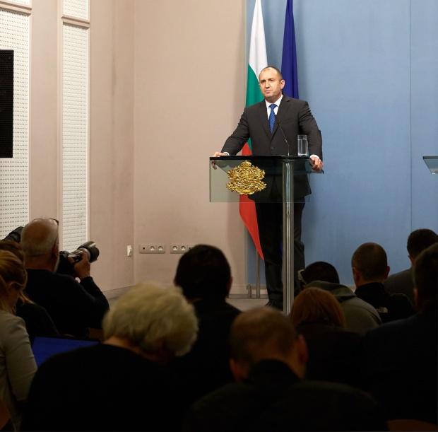 Радев и Борисов изразиха съпричастност към французите след пожара в Нотр Дам