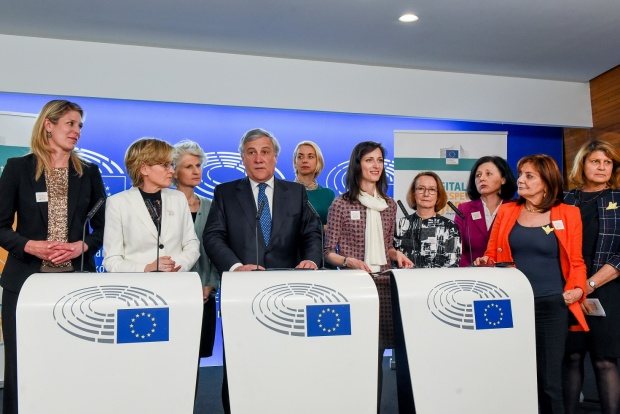 Мария Габриел стартира кампания за нулева толерантност към онлайн насилието над жените