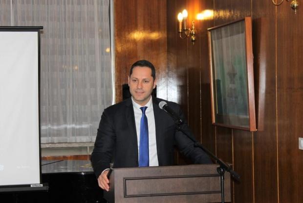 Прокуратурата поиска и КПКОНПИ да провери Александър Манолев
