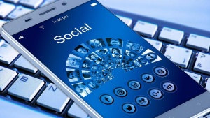 Facebook, Google, TwitterиSnapchatса сред платформите, които предлагат допълнителни услуги, за